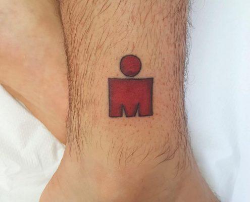 הסמל של איש הברזל קעקוע