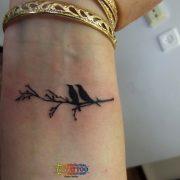 קעקוע ציפורים על ענף
